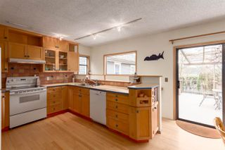 "Photo 4: 1956 E 13TH Avenue in Vancouver: Grandview VE House for sale in ""TROUT LAKE - COMMERCIAL DRIVE"" (Vancouver East)  : MLS®# R2239330"