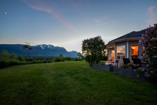 Photo 2: 561 S VIEWMOUNT Road in Smithers: Smithers - Rural House for sale (Smithers And Area (Zone 54))  : MLS®# R2268715