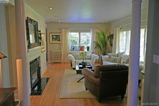 Photo 2: 3035 Lansdowne Road in VICTORIA: OB Uplands Single Family Detached for sale (Oak Bay)