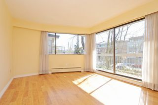 "Photo 3: 209 2080 MAPLE Street in Vancouver: Kitsilano Condo for sale in ""Maple Manor"" (Vancouver West)  : MLS®# R2350057"