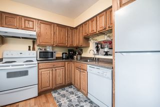 """Photo 13: 3472 NAIRN Avenue in Vancouver: Champlain Heights Townhouse for sale in """"COUNTRY LANE"""" (Vancouver East)  : MLS®# R2358449"""