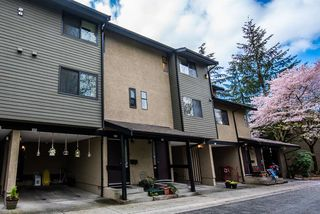 """Photo 2: 3472 NAIRN Avenue in Vancouver: Champlain Heights Townhouse for sale in """"COUNTRY LANE"""" (Vancouver East)  : MLS®# R2358449"""