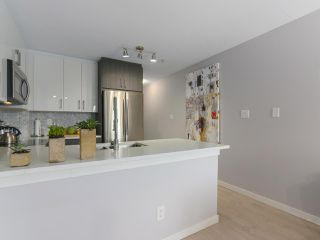 "Photo 10: PH12 868 KINGSWAY Avenue in Vancouver: Fraser VE Condo for sale in ""KINGS VILLA"" (Vancouver East)  : MLS®# R2375408"