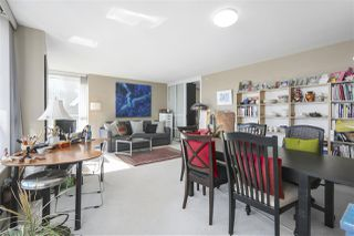 "Photo 3: 605 1228 MARINASIDE Crescent in Vancouver: Yaletown Condo for sale in ""CRESTMARK II"" (Vancouver West)  : MLS®# R2427268"