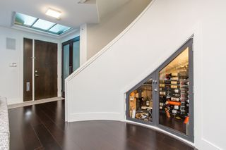 Photo 2: 505 BEACH Crescent in Vancouver: Yaletown Townhouse for sale (Vancouver West)  : MLS®# R2528314