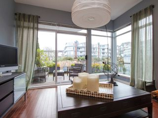"Photo 4: 1592 ISLAND PARK Walk in Vancouver: False Creek Townhouse for sale in ""LAGOONS"" (Vancouver West)  : MLS®# V1099043"
