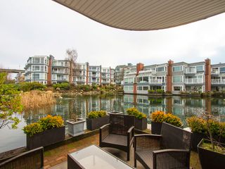 "Photo 1: 1592 ISLAND PARK Walk in Vancouver: False Creek Townhouse for sale in ""LAGOONS"" (Vancouver West)  : MLS®# V1099043"