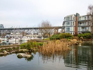 "Photo 29: 1592 ISLAND PARK Walk in Vancouver: False Creek Townhouse for sale in ""LAGOONS"" (Vancouver West)  : MLS®# V1099043"