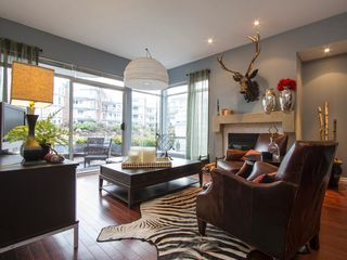 "Photo 3: 1592 ISLAND PARK Walk in Vancouver: False Creek Townhouse for sale in ""LAGOONS"" (Vancouver West)  : MLS®# V1099043"