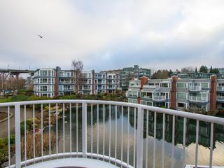 "Photo 24: 1592 ISLAND PARK Walk in Vancouver: False Creek Townhouse for sale in ""LAGOONS"" (Vancouver West)  : MLS®# V1099043"