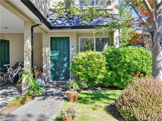Photo 2: 4 2633 Shelbourne Street in VICTORIA: Vi Jubilee Townhouse for sale (Victoria)  : MLS®# 369788