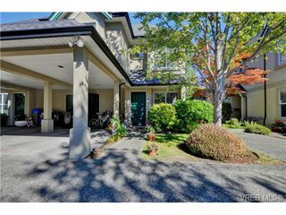 Photo 1: 4 2633 Shelbourne Street in VICTORIA: Vi Jubilee Townhouse for sale (Victoria)  : MLS®# 369788