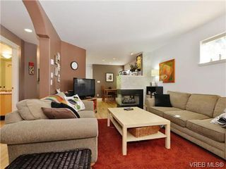 Photo 3: 4 2633 Shelbourne Street in VICTORIA: Vi Jubilee Townhouse for sale (Victoria)  : MLS®# 369788