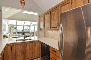 """Photo 13: 14832 BEACHVIEW Avenue: White Rock Townhouse for sale in """"Marine Court"""" (South Surrey White Rock)  : MLS®# R2196404"""