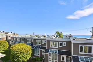 """Photo 5: 14832 BEACHVIEW Avenue: White Rock Townhouse for sale in """"Marine Court"""" (South Surrey White Rock)  : MLS®# R2196404"""