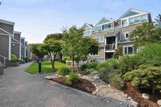 """Photo 2: 14832 BEACHVIEW Avenue: White Rock Townhouse for sale in """"Marine Court"""" (South Surrey White Rock)  : MLS®# R2196404"""