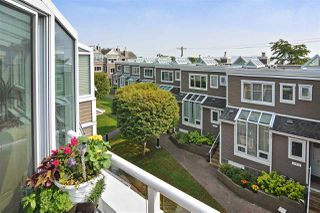 """Photo 3: 14832 BEACHVIEW Avenue: White Rock Townhouse for sale in """"Marine Court"""" (South Surrey White Rock)  : MLS®# R2196404"""