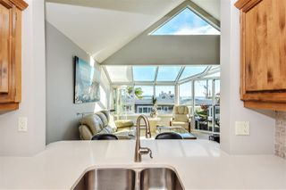 """Photo 11: 14832 BEACHVIEW Avenue: White Rock Townhouse for sale in """"Marine Court"""" (South Surrey White Rock)  : MLS®# R2196404"""