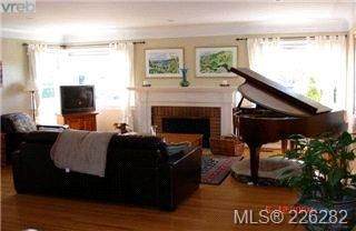 Photo 2:  in VICTORIA: OB Henderson Single Family Detached for sale (Oak Bay)  : MLS®# 423611