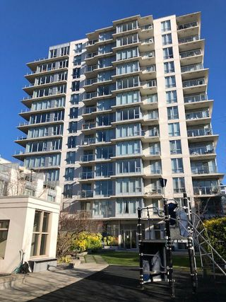 """Photo 2: 1505 1833 CROWE Street in Vancouver: False Creek Condo for sale in """"FOUNDARY"""" (Vancouver West)  : MLS®# R2335673"""
