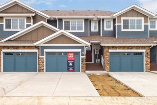 Photo 1: 563 Ebbers Way NW in Edmonton: Zone 02 Attached Home for sale : MLS®# E4173724