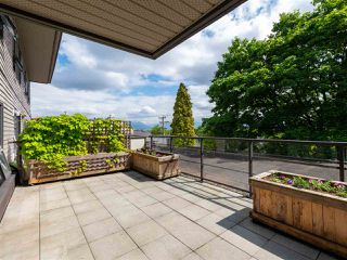 Main Photo: 304 997 W 22ND Avenue in Vancouver: Cambie Condo for sale (Vancouver West)  : MLS®# R2461524
