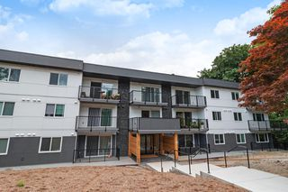 Photo 1: 106 357 E 2ND Street in North Vancouver: Lower Lonsdale Condo for sale : MLS®# R2470096
