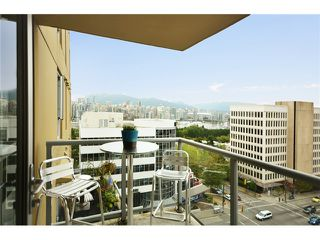 "Photo 8: 1101 1030 W BROADWAY in Vancouver: Fairview VW Condo for sale in ""LA COLOMBA"" (Vancouver West)  : MLS®# V911282"