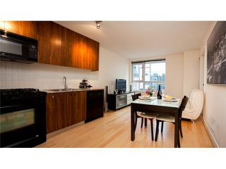 Photo 3: #306 1030 W Broadway Street in Vancouver: Fairview VW Condo for sale (Vancouver West)  : MLS®# V946064