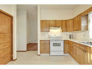 Photo 7: 111 LINCOLN Manor SW in Calgary: Lincoln Park Residential Attached for sale : MLS®# C3645998