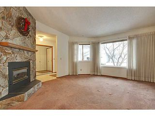 Photo 3: 111 LINCOLN Manor SW in Calgary: Lincoln Park Residential Attached for sale : MLS®# C3645998