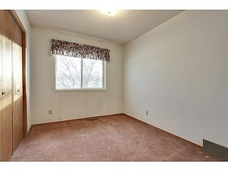 Photo 10: 111 LINCOLN Manor SW in Calgary: Lincoln Park Residential Attached for sale : MLS®# C3645998