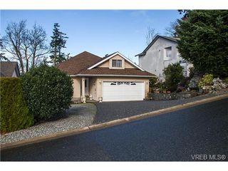 Photo 2: 11 709 Luscombe Pl in VICTORIA: Es Esquimalt House for sale (Esquimalt)  : MLS®# 690941