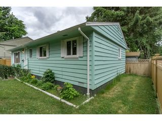 Photo 2: 7126 134 Street in Surrey: West Newton House for sale : MLS®# R2173410