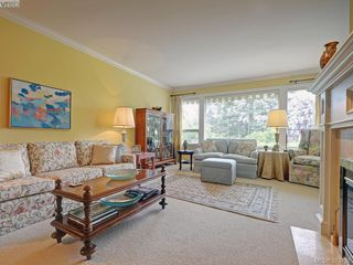 Photo 2: 9 735 MOSS St in VICTORIA: Vi Rockland Row/Townhouse for sale (Victoria)  : MLS®# 762720