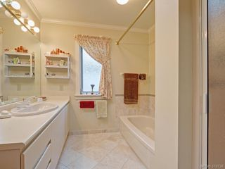 Photo 8: 9 735 MOSS Street in VICTORIA: Vi Rockland Townhouse for sale (Victoria)  : MLS®# 379738