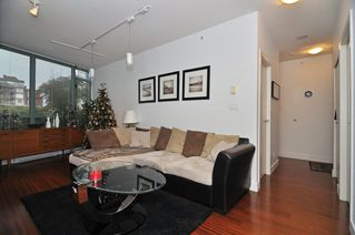 Photo 4: 202 1238 BURRARD Street in Altadena: Condo for sale : MLS®# V983075