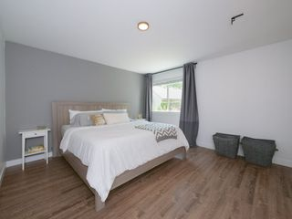 """Photo 9: 6284 W GREENSIDE Drive in Surrey: Cloverdale BC Townhouse for sale in """"Greenside Estates"""" (Cloverdale)  : MLS®# R2187415"""