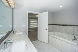 """Photo 18: 27687 RAILCAR Crescent in Abbotsford: Aberdeen House for sale in """"Station Woods"""" : MLS®# R2214452"""