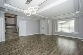 """Photo 3: 27687 RAILCAR Crescent in Abbotsford: Aberdeen House for sale in """"Station Woods"""" : MLS®# R2214452"""
