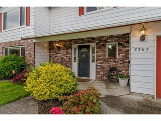 """Photo 2: 3767 SANDY HILL Road in Abbotsford: Abbotsford East House for sale in """"Sandy Hill"""" : MLS®# R2267138"""