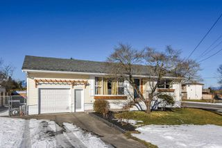 Photo 1: 46935 ACORN Avenue in Chilliwack: Chilliwack E Young-Yale House for sale : MLS®# R2342195