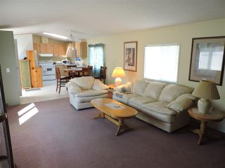 """Photo 8: 4 41168 LOUGHEED Highway in Mission: Dewdney Deroche Manufactured Home for sale in """"Oasis Estates"""" : MLS®# R2343161"""
