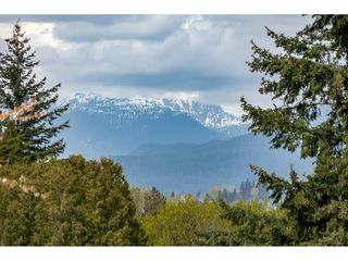 "Photo 3: 5805 MAYVIEW Circle in Burnaby: Burnaby Lake Townhouse for sale in ""ONE ARBOURLANE"" (Burnaby South)  : MLS®# R2363795"