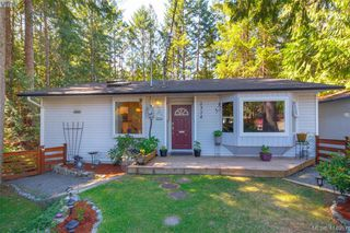 Photo 1: 2374 Larsen Rd in SHAWNIGAN LAKE: ML Shawnigan Single Family Detached for sale (Malahat & Area)  : MLS®# 823125