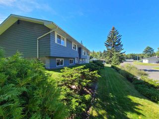 "Photo 3: 5300 YORK Drive in Prince George: Upper College House for sale in ""UPPER COLLEGE HEIGHTS"" (PG City South (Zone 74))  : MLS®# R2495982"