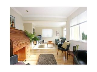 Photo 3: 942 CLOVERLEY Street in North Vancouver: Calverhall House for sale : MLS®# V1000727