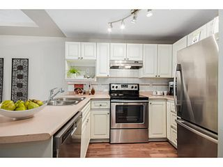 "Photo 2: 302 6475 CHESTER Street in Vancouver: Fraser VE Condo for sale in ""SOUTHRIDGE HOUSE"" (Vancouver East)  : MLS®# V1071434"