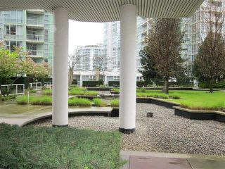 "Photo 5: GR-3J 1077 MARINASIDE Crescent in Vancouver: Yaletown Condo for sale in ""Marinaside Resort"" (Vancouver West)  : MLS®# V1120707"