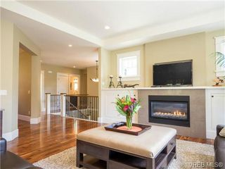 Photo 5: 898 Lakeside Pl in VICTORIA: La Florence Lake House for sale (Langford)  : MLS®# 727364